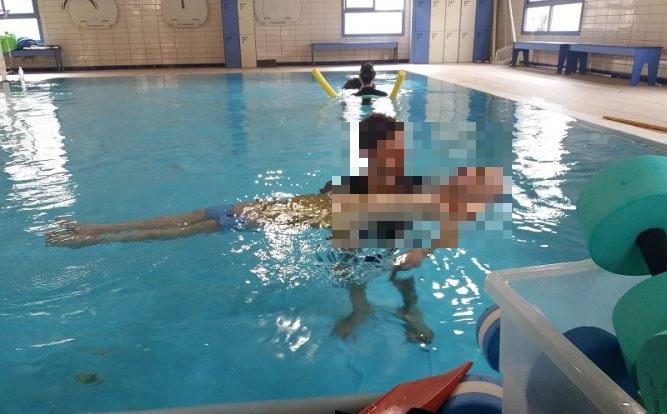 הבריכה הטיפולית של חוויות. למצולמים אין קשר לכתבה (צילום ארכיון: מוטי שודריך)