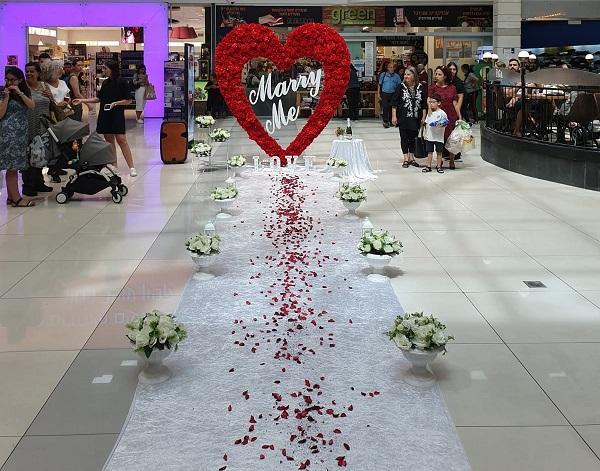 """הצעת נישואין בקניון רחובות (צילום: """"אבני הפקות אירועים"""")"""