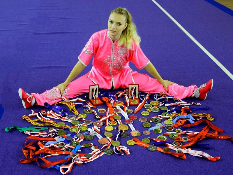 אנסטסיה קיריליוק ושלל המדליות בהן זכתה לאורך הקריירה