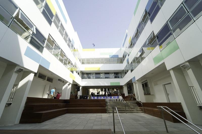 הכניסה החדשה לבית הספר דה שליט (צילום: אולפני רחובות)
