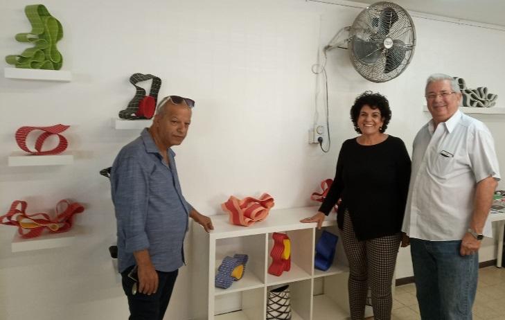 """ד""""ר שמחה אבן חן ועודד עמרם (משמאל) בחנוכת הסטודיו החדש ברחובות"""