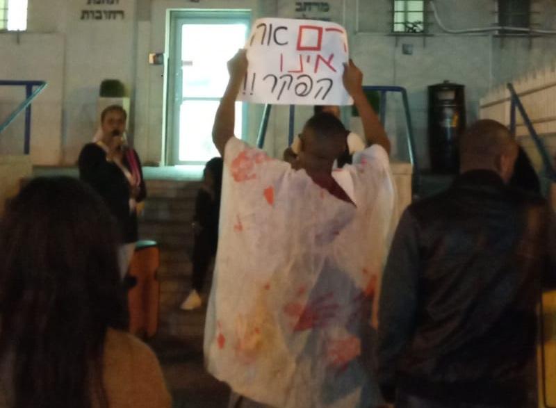 מחאת הקהילה האתיופית מול משטרת רחובות