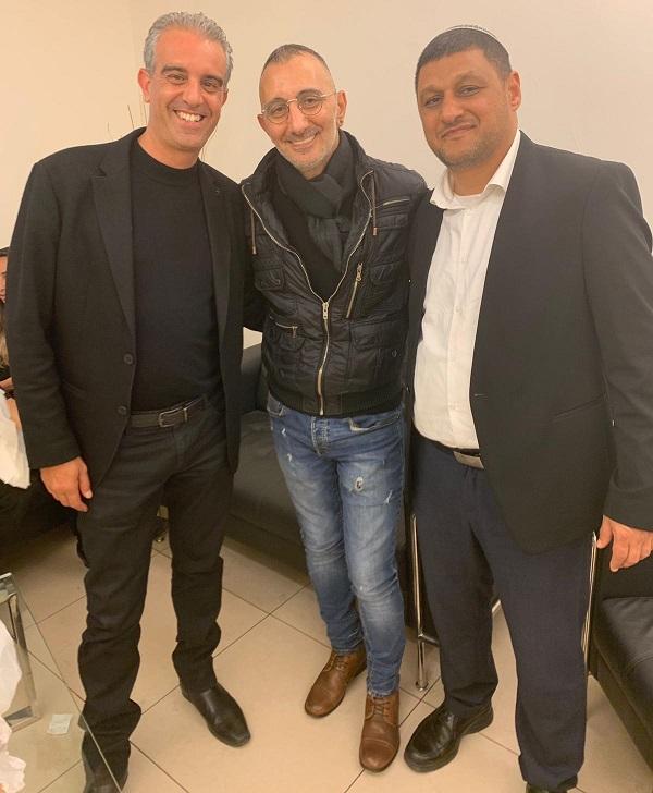 משמאל: גיא צור, שמעון בוסקילה והרב שרון דקל נחשוני