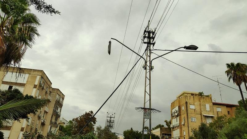 פגיעה במתח גבוה ברחוב מנוחה ונחלה (צילום: חברת החשמל)