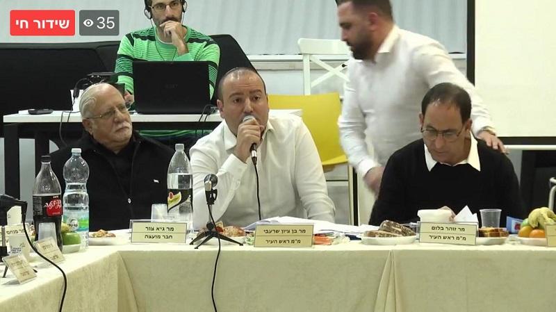 """עו""""ד מתן דיל במהלך ישיבת התקציב"""