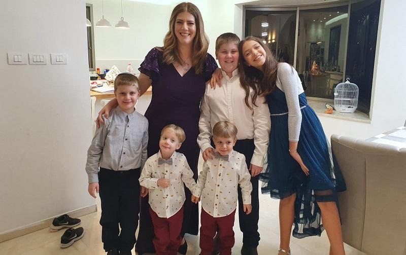 מיכל סלומון והילדים (צילום: באדיבות המשפחה)