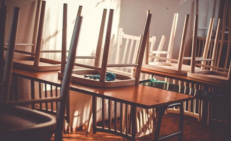 כיסאות מורמים צילום אילוסטרציה