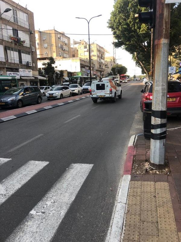 דליפת דלק מאוטובוס ברחוב הרצל ברחובות