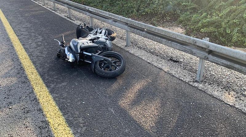 """תאונת אופנוע סמוך לצומת רחובות מזרח (צילום: תיעוד מבצעי מד""""א)"""