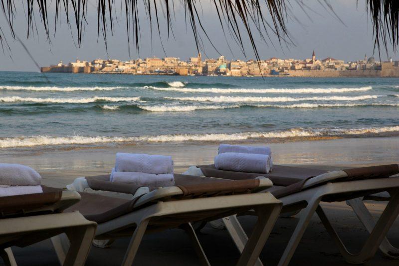 מלון חוף התמרים: לטייל לאורך הים הסמוך למלון וליהנות משקיעות מדהימות. התמונה באדיבות מלון חוף התמרים