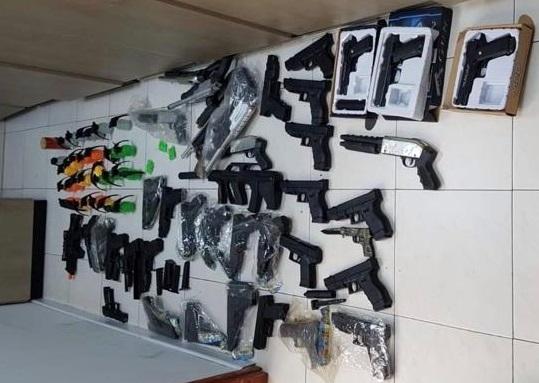 אקדחי ורובי אוויר שנתפסו ברחובות