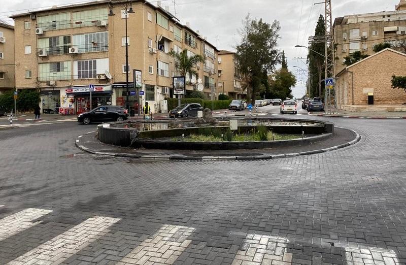 הכיכר בפינת הרחובות יעקב, מנוחה ונחלה וגרודיסקי ברחובות לפני השדרוג