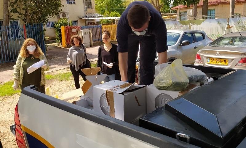 חלוקת מזון חם לאזרחים ותיקים ברחובות