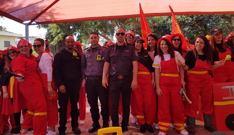צוות שפרינצק בתחפושת לוחמות אש לפורים