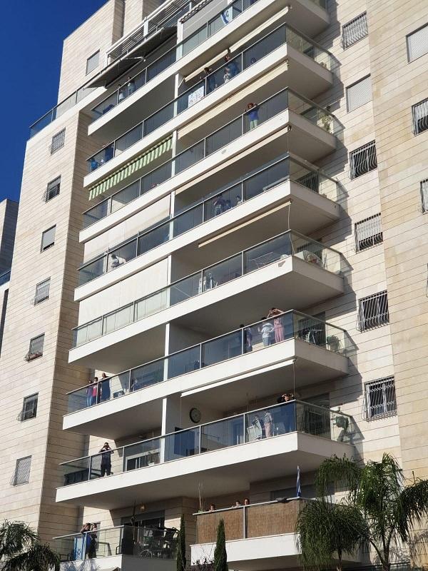 מסיבת המרפסות ברחובות