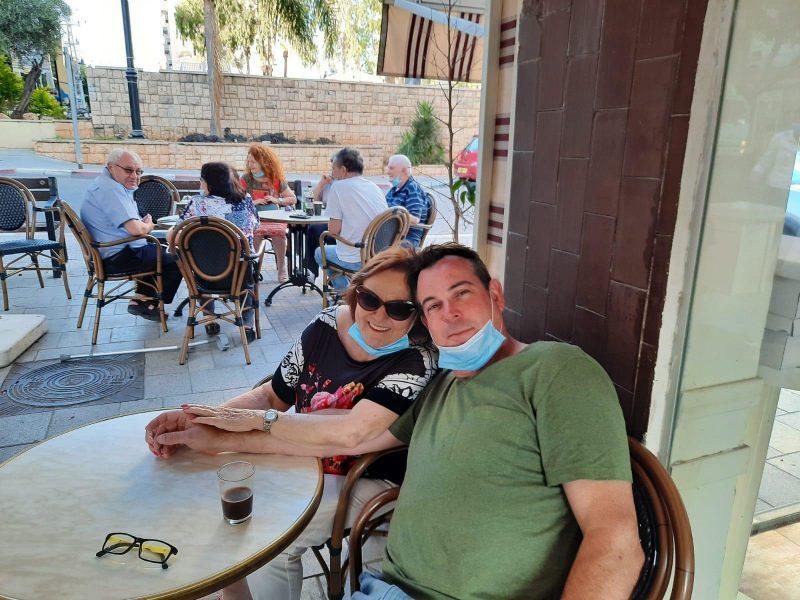 אבי קינד ואימו לאה. צילום פרטי