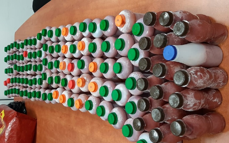 בקבוקי מיץ גת (צילום: דוברות המשטרה)