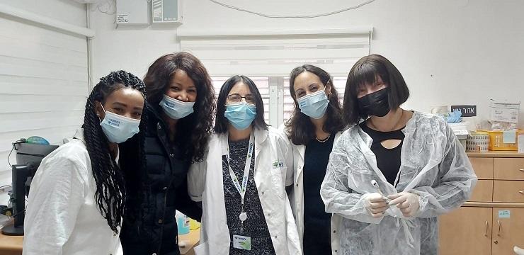 חיסוני חברי קופת חולים לאומית ברחובות (צילום: באדיבות קופת חולים לאומית)