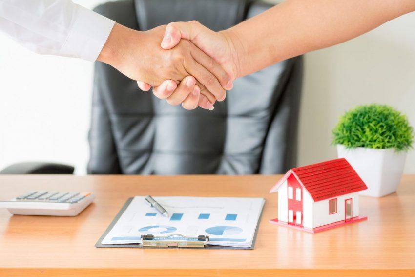 """השקעה בנדל""""ן מסחרי או בנדל""""ן למגורים?(צילום:freepik)"""